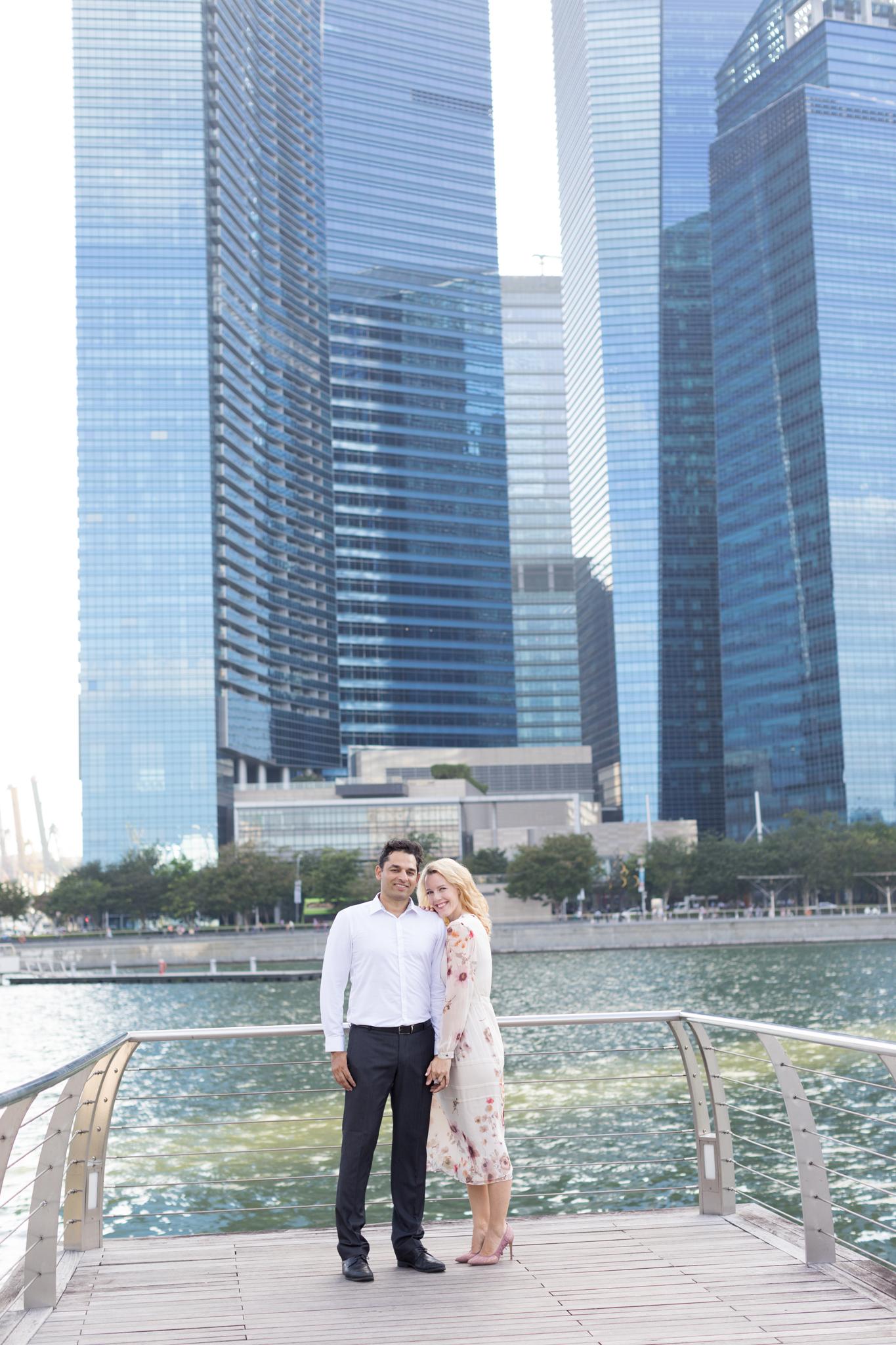 marina-bay-sands- couple-photoshoot-family-photographer-singapore-natural-light-photographer-candid-authentic-svensk-fotograf-singapore