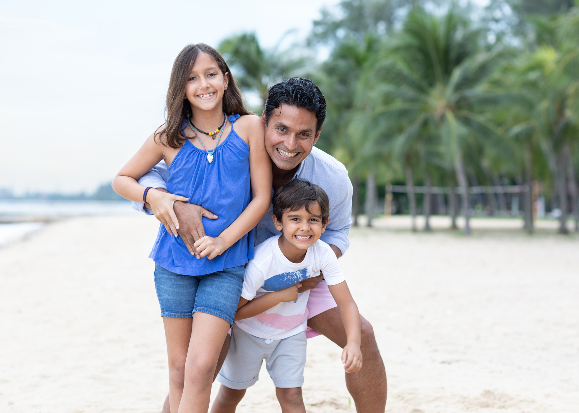 father and kids photoshoot singapore playful and candid moment with backlight photos