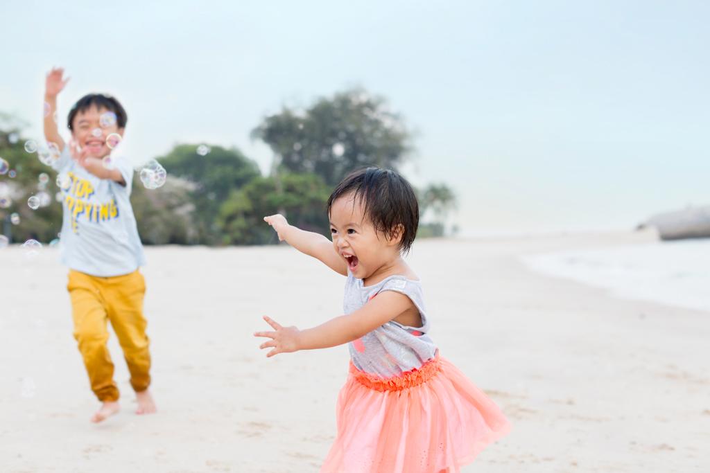 natural light photographer candid family moments east coast beach photo shoot expat photographer singapore