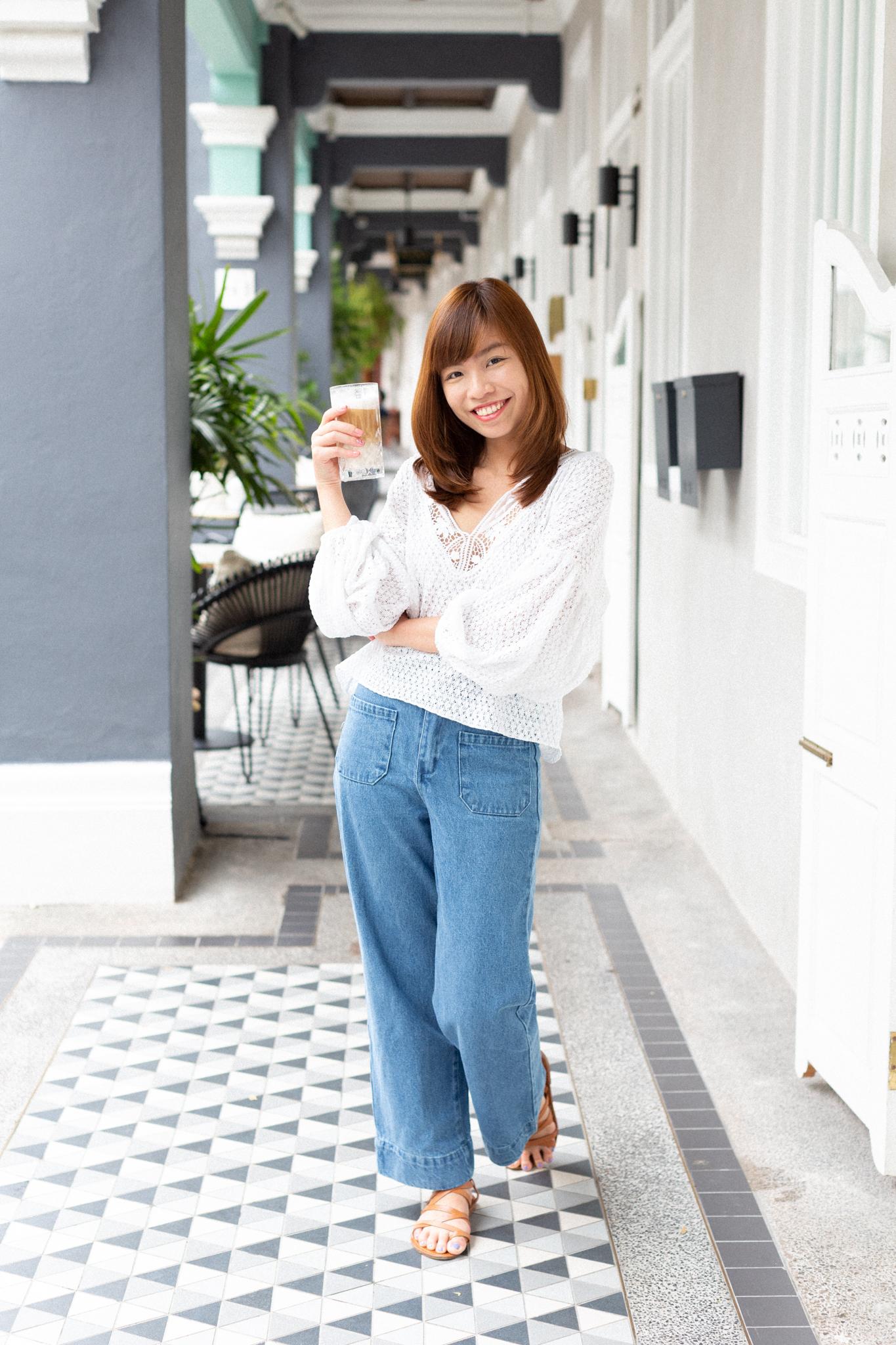 natural-lifestyle photographer Singapore, customised headshot session singapore, singapore expat women, relaxed headshot session outdoors singapore