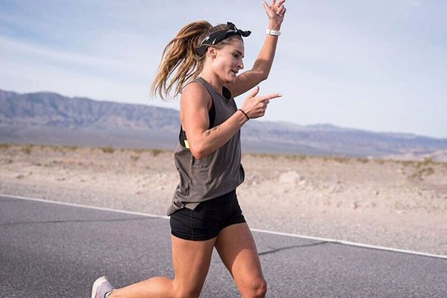 Dancing my way through the desert 💃🏻🌵 From the outside I look like I'm having the time of my life, but if you zoom into my eyes, you can see I barely even have any life at this time. This was about 400ks into @thespeedproject , about 30 hours of no sleep, living off hard boiled eggs and electrolyte. All I wanted was to finish. But we had so far to go. So I forced a dance, I tried to crack a smile. And I knew the strength of our team was going to pull me through. 🙌🏻 Just over 5 weeks till I'll be back on these roads.. Come at me TSP. ⚡️ @tempojournal 📸: @notafraid2fail #thespeedproject #TSP19 #tempojournal #nikerunning