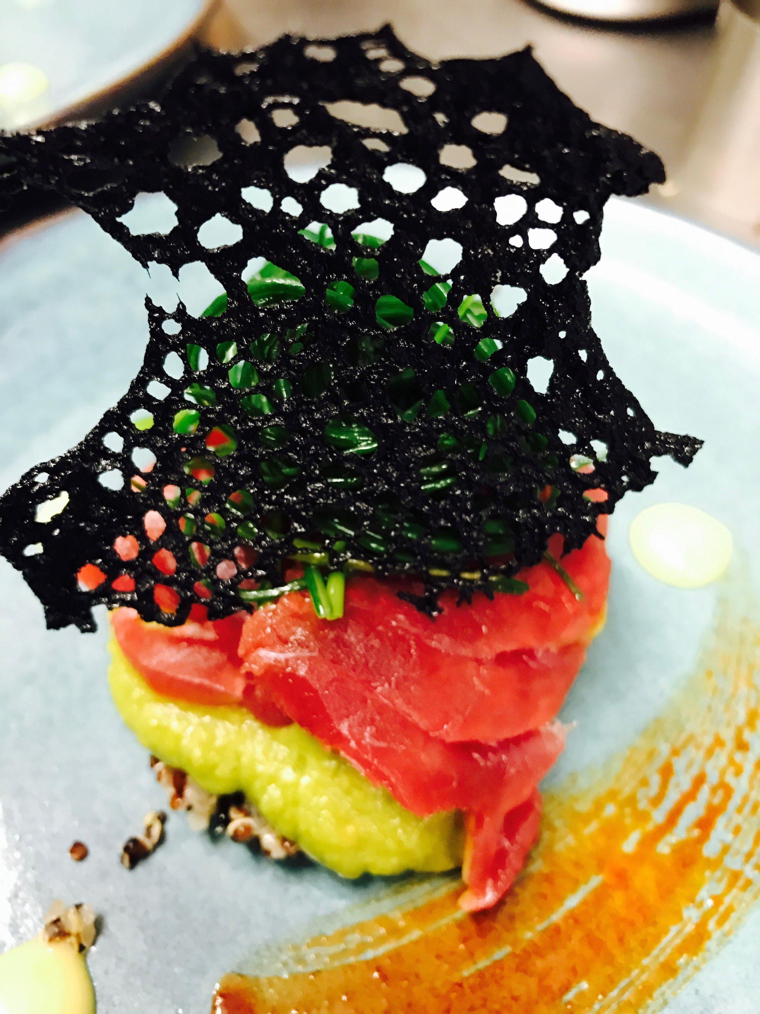 Thunfisch-schwarze Koralle.jpg