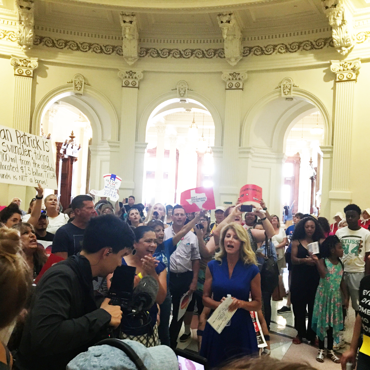 Wendy Davis leads us in protest chants in the Texas Rotunda