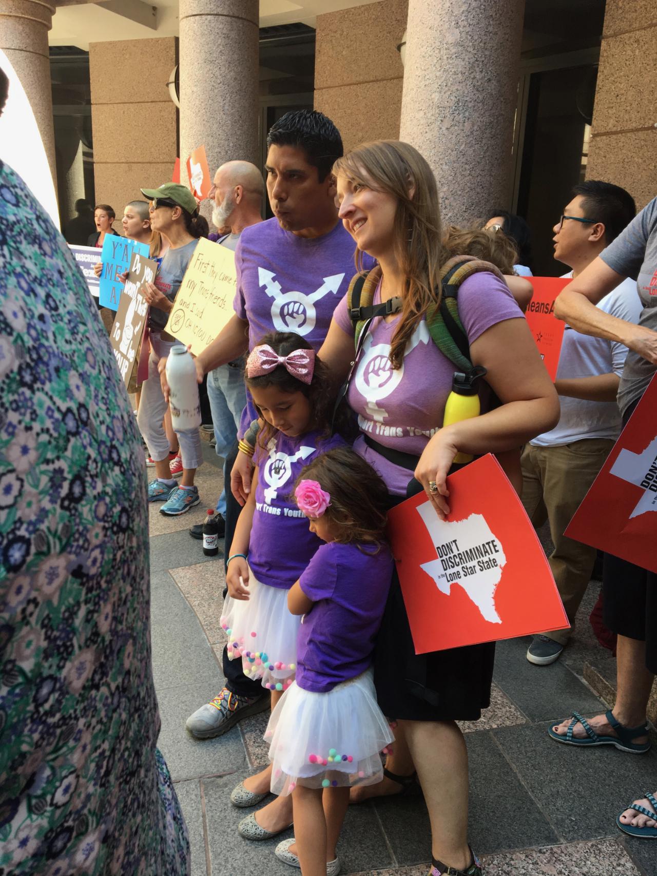 Libby Gonzalez (pink bow) with her sister and parents (Frank &  Rachel Gonzalez )