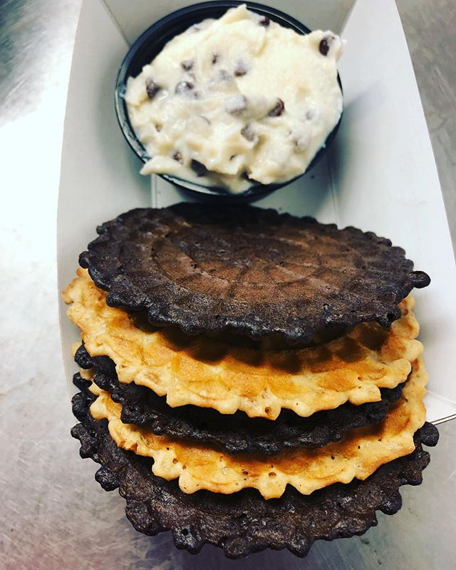 Broke out the chocolate pizzelles today! Pictured is our cannoli dip with both vanilla and chocolate pizzelle wafers! #cannolidip #italianfood #foodtruck