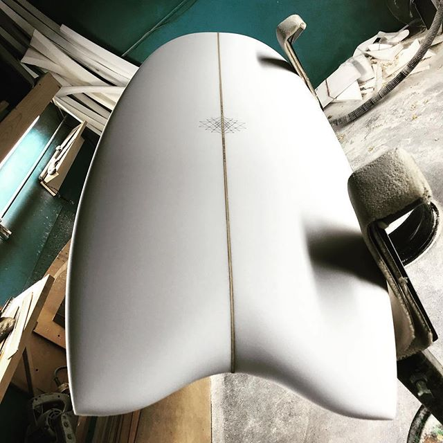 "4'11"" Spectre Quad by @swallowtailsociety for Daisuke via @kaionhawaii #swallowtailsociety #mandalacustomshapes #quad #surfboard"