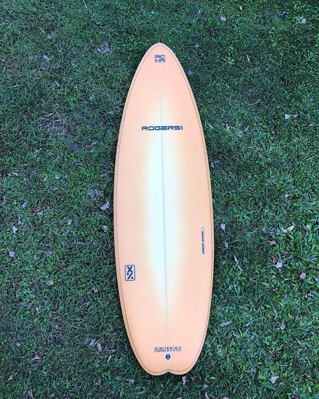 "6'0"" x 21"" x 2 7/8"" X-1 by @darren01ocean with a spray by @willynicholls_artist 🍑 #darrenrogers #darrenrogerscustomhandshapes #willynichollsartist #surfboard"