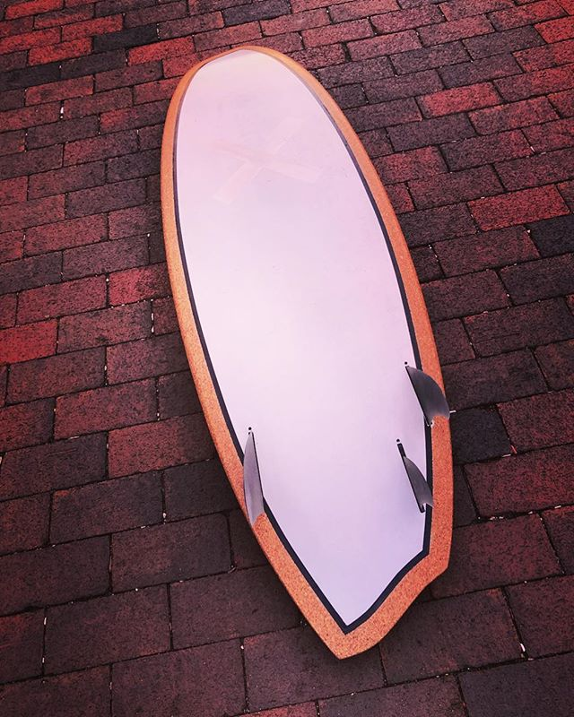 "Sunset session on my 5'5"" @albumatt X @al_surfboards aluminum and cork Disasym with asym gas pedals by @ryanlovelace 💨 🖤🖤🖤 #albumsurfboards #albumatt #albumsurf #alsurfboards #cork #aluminum #asymmetrical #surfboard"