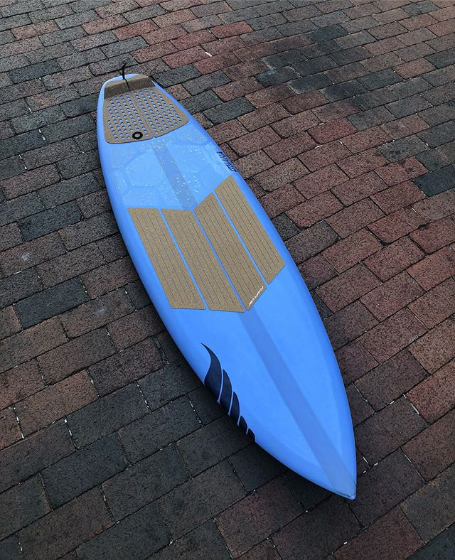 """5'7"""" Go2 by @solidsurf I designed this one with @dsodesigns on Instagram Live back in the spring. We based this on a 5'9"""" Go2 Dan had made for me when I was 30 lbs heavier. This one was a shorter, thinned down version for maximum shreddage in good waves. Dan and I fine-tuned every detail on this one over the air, including picking the color from a Pantone chart. He offers this live video designing option to anyone doing a custom order and even shows you a live 3D mock-up of the design before processing the order. Net: I got exactly what I wanted! I topped this one off with my new cork front traction and Hexa Traction from @rspro_water and she's golden! Slide through for more shots plus some #kookselfie s from @surfline and @kevkushion (Thanks, Kevin!) Thanks again to @dsodesigns @blakeferraro_ and the crew at @solidsurf for this gem! 🙌🏼🙌🏼 #solidsurf #solidsurfboards #rspro #rsprowater #hexatraction #resinart #surfboard #ronsquiver"""