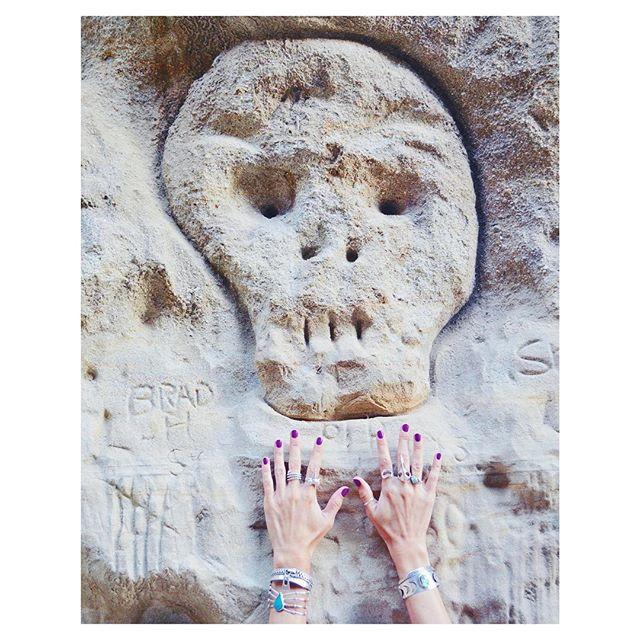 Graveyard love ❤️⛏ Happy Halloween! 💀  #idigyou #heartmajestic