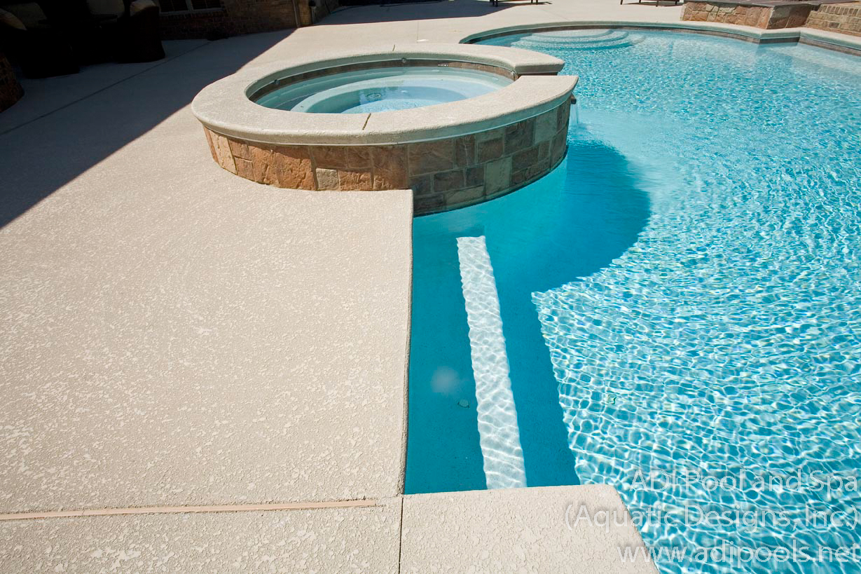 8-pool-spa-and-underwater-benches.jpg