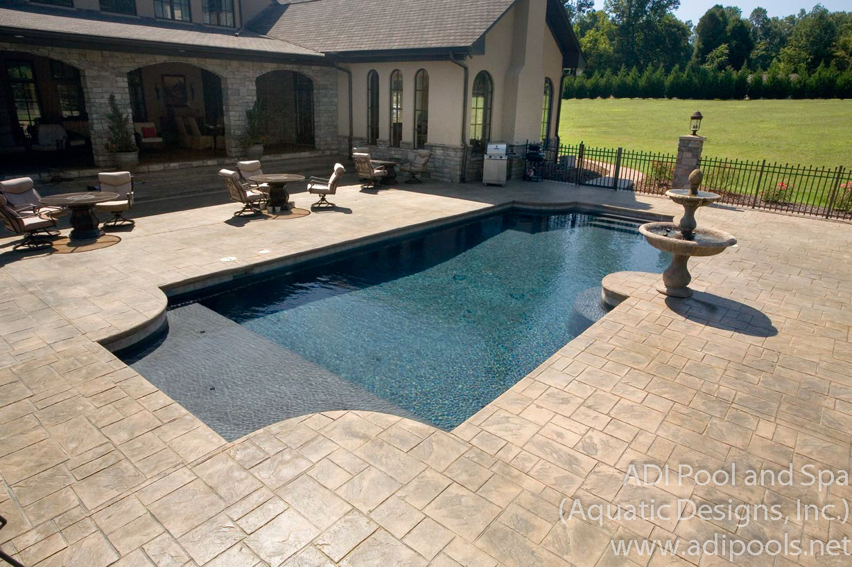 shotcrete-pool-with-thermal-ledge-and-water-fountain.jpg