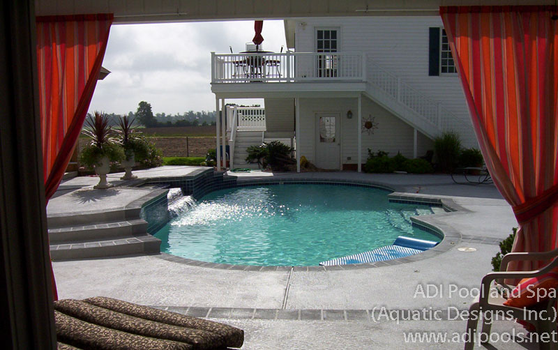 swimming-pool-with-water-feature.jpg