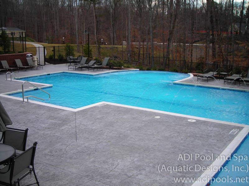 swimming-pool-with-infinity-edge.jpg