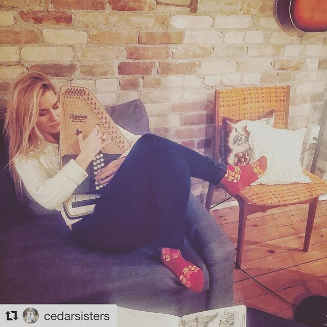 Love when art is created in the Welly's unique eclectic space - let your creativity spill out! #stayatthewelly #airbnb #stratfordon  #Repost @cedarsisters with @get_repost ・・・ Saturday night Cedar Sisters songwriting in CBC socks! 📓🧦#redleatheryellowleather #tonguetwister #autoharp #taylor #cbc #cbcmusic #songwriting #saturday #loft #cedarsisters