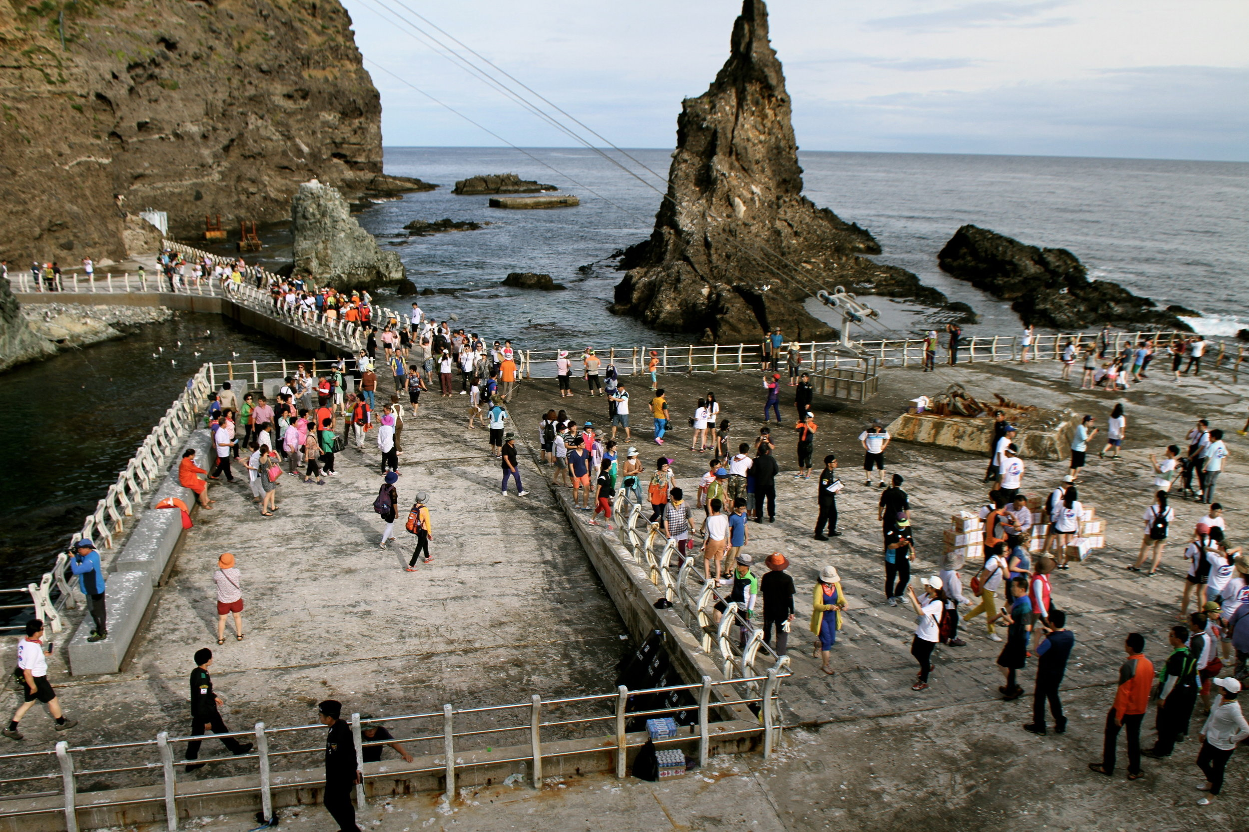 Tourists leave Ferry on Dokdo.jpg
