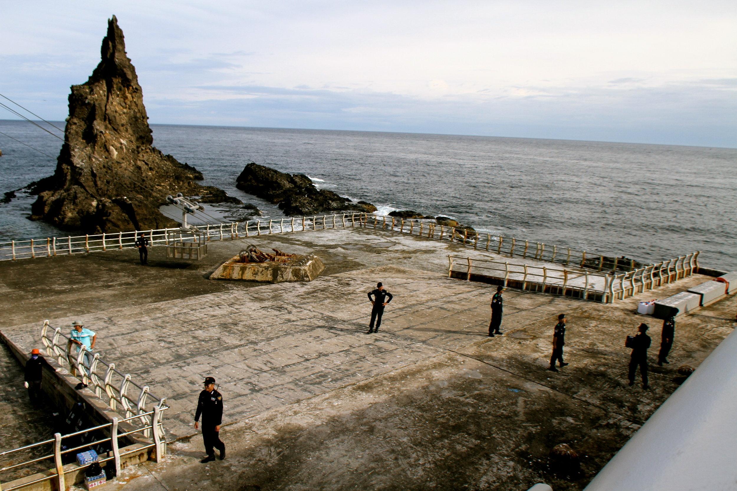 Police on Dokdo Pier.jpg
