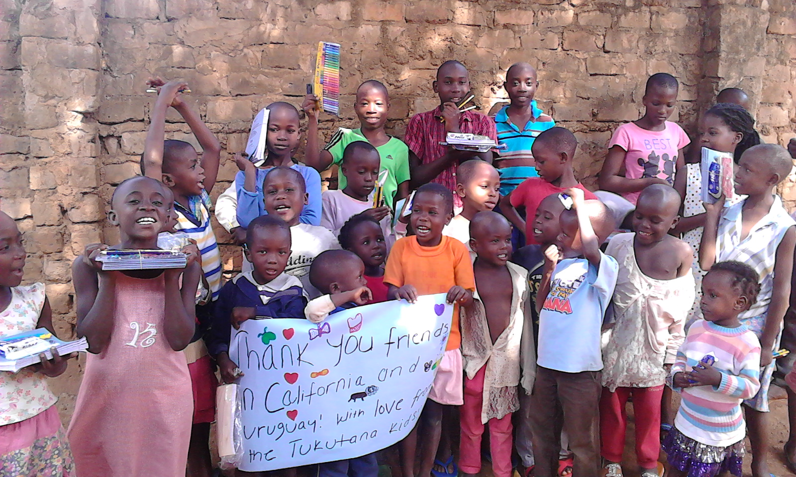 A big thanks, to our friends in California, USA, and Uruguay, for the school supplies!