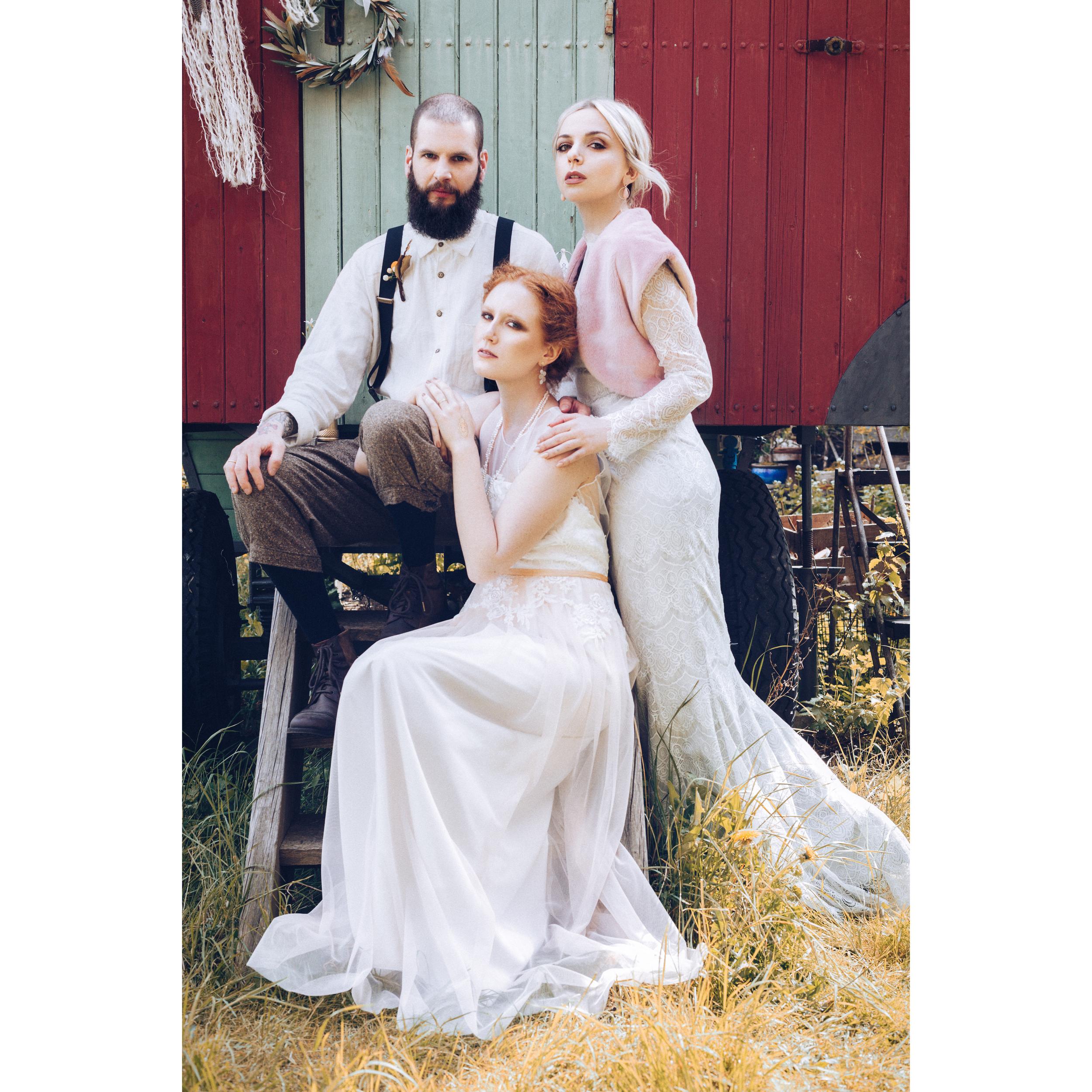 Photo:  VonBerg Photography  /Hochzeitskleider:  Schleifenfänger