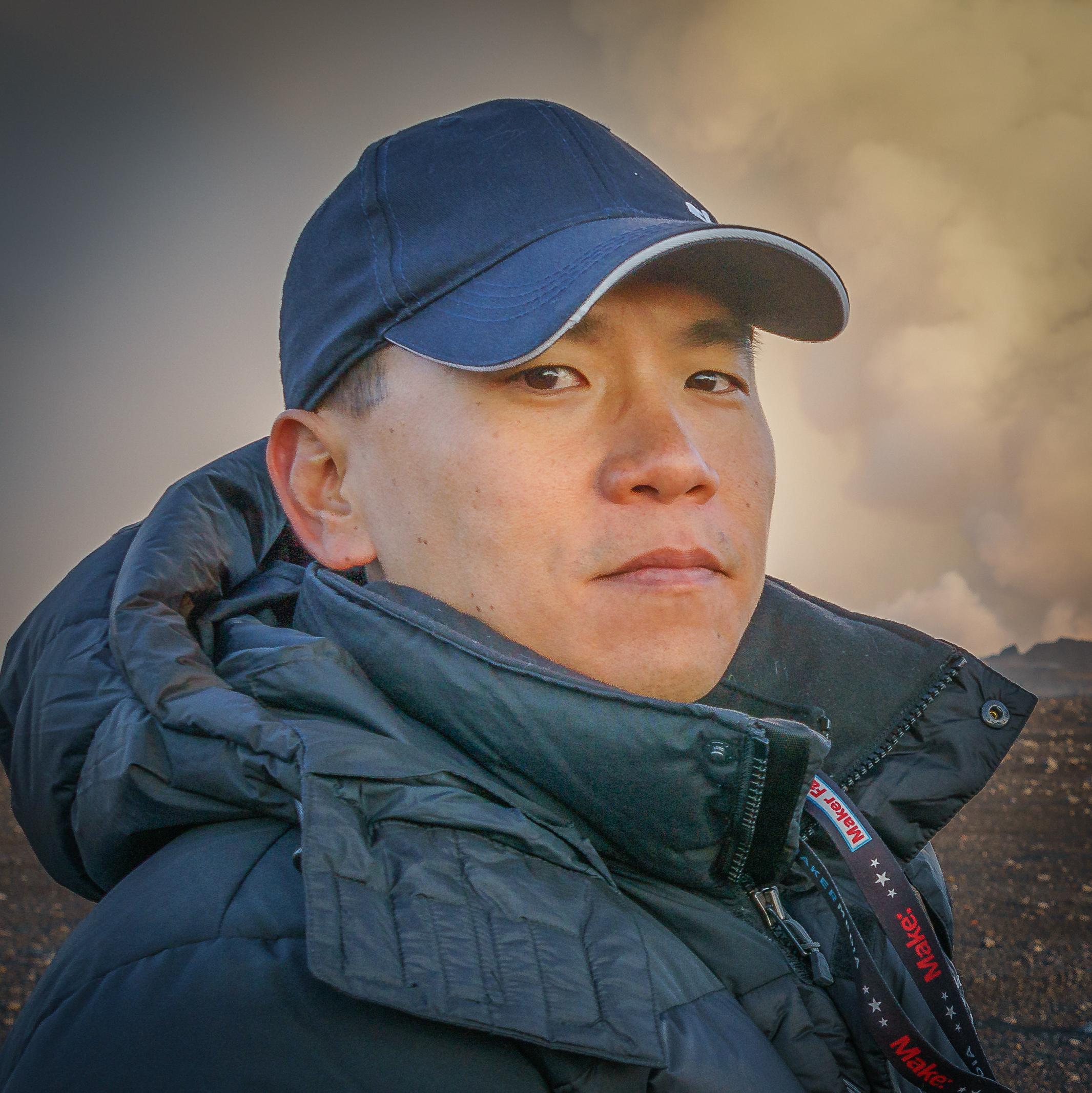 "<a href=""https://www.linkedin.com/in/ericcheng"" target=""_blank""><i>Eric Cheng</i></a><br><font size=""-1"">Director of Aerial Imaging</font><br><b>DJI</b>"