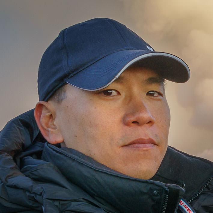 "<a href=""https://www.linkedin.com/in/ericcheng"" target=""_blank""><i> Eric Cheng</i></a><br><font size=""-1""> Head of Immersive <br>Media </font><br><b>Facebook</b>"