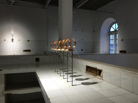 Yuko Mohri, installation view, Kochi-Muziris Biennale 2016, India.