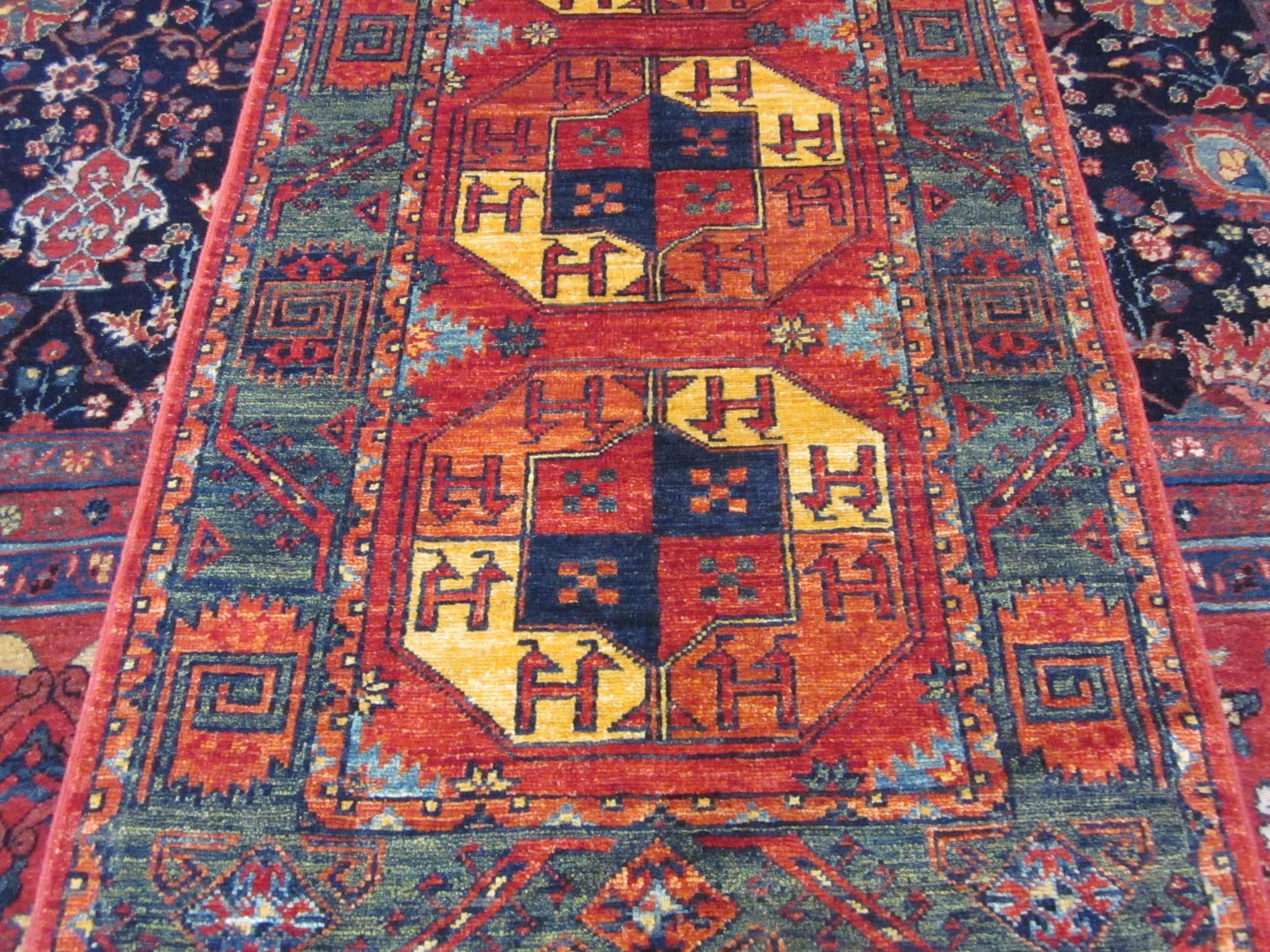Ersari-Turkoman-runner-close-up.JPG