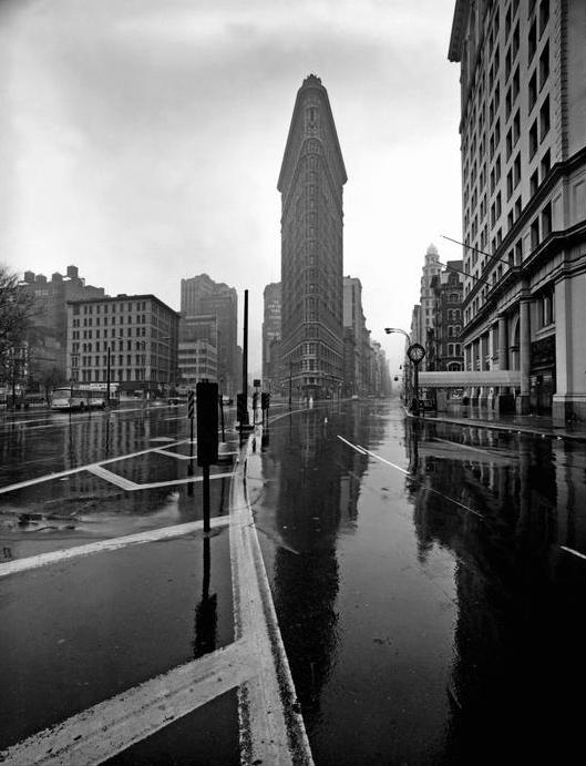 Eliott Erwitt, Flatiron Building 1969
