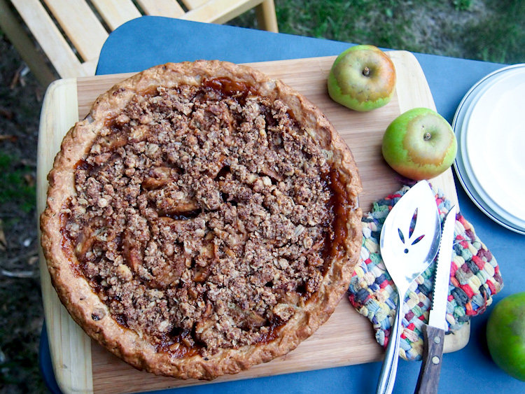 Ginger-Apple Crumble Pie (Vegan, Gluten-Free) | vermilionroots.com. The gluten-free crust is made with sorghum flour and coconut oil is used in place of butter.
