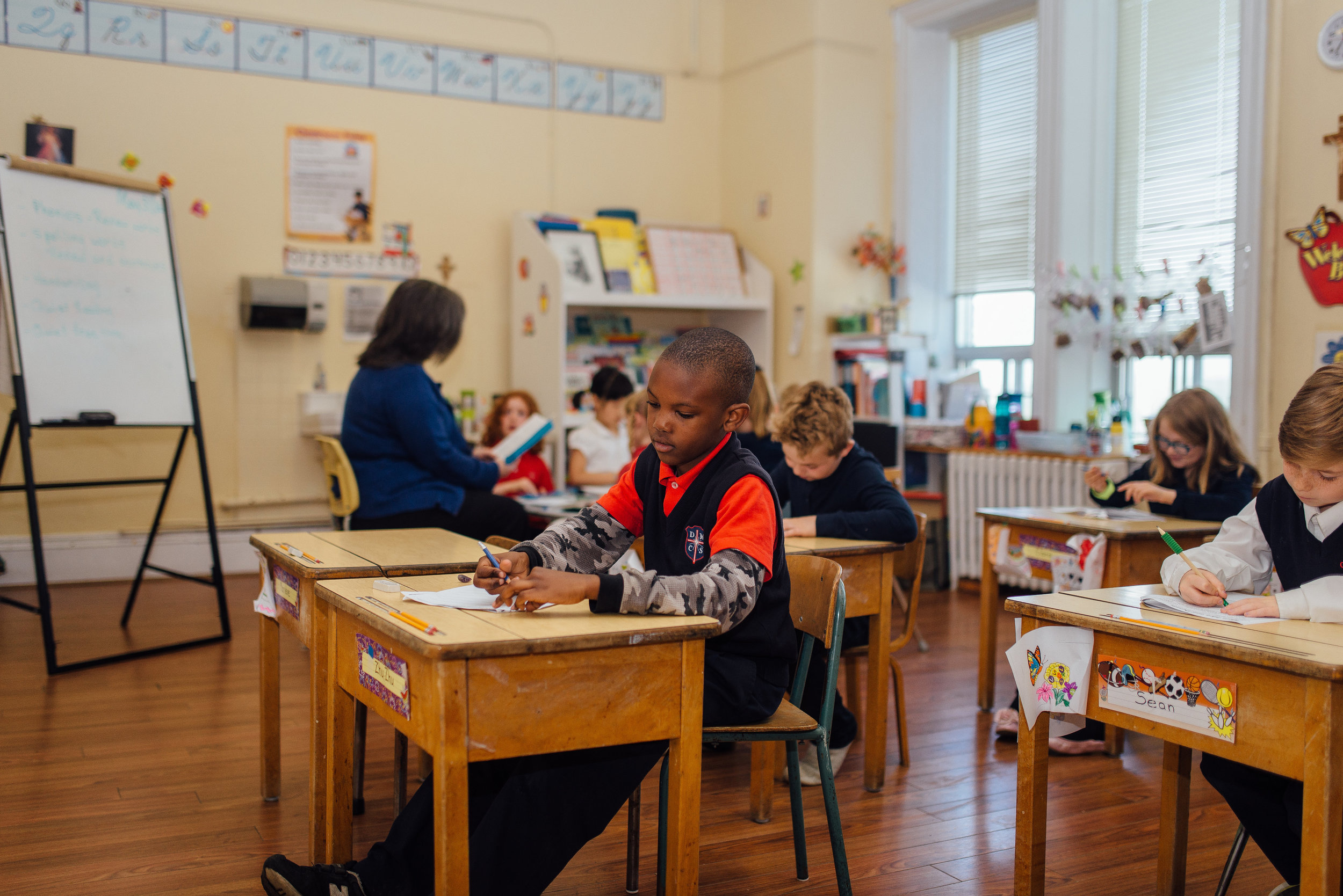 Our split classes encourage a balance of teamwork and independent working. We love the outcome of having two grades in the same class as it encourages the younger students to look up to their older peers and we foster a sense of leadership in the older students, allowing them to help the younger grade in their class. This creates a wonderful dynamic in our school!