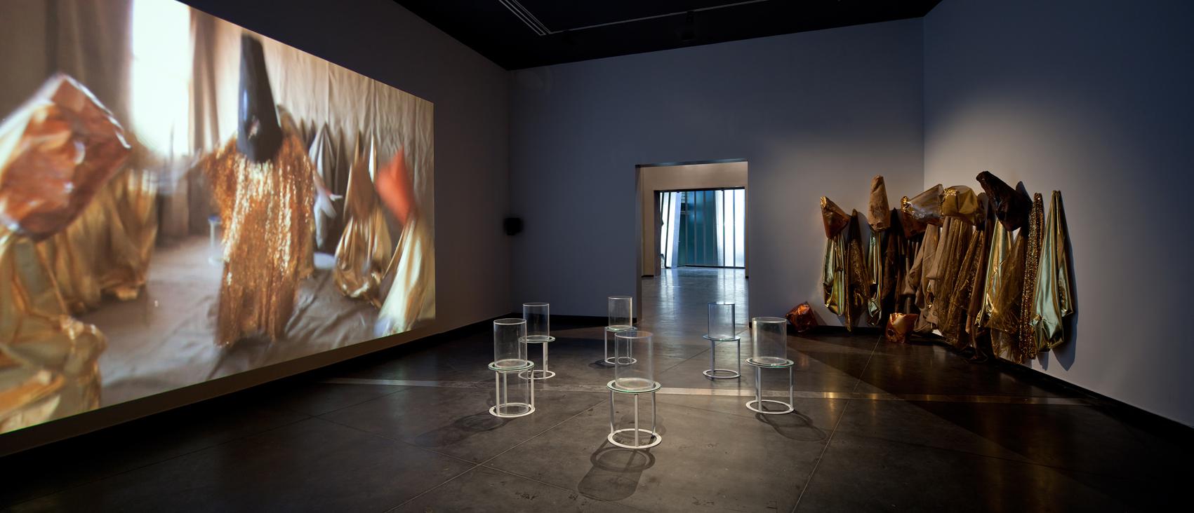 Mikala Dwyer, Goldene Bend'er, 2013, Australian Centre for Contemporary Art, Melbourne