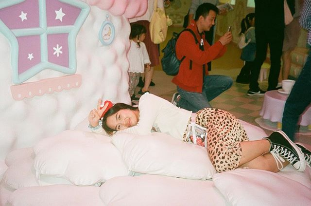 私は1000年寝ていたい。☁️☁️☁️ . . . . . #sanriopuroland #sanrio #portra400 #35mm #filmwave #japan #travelblogging #converse70s #filmphotographic