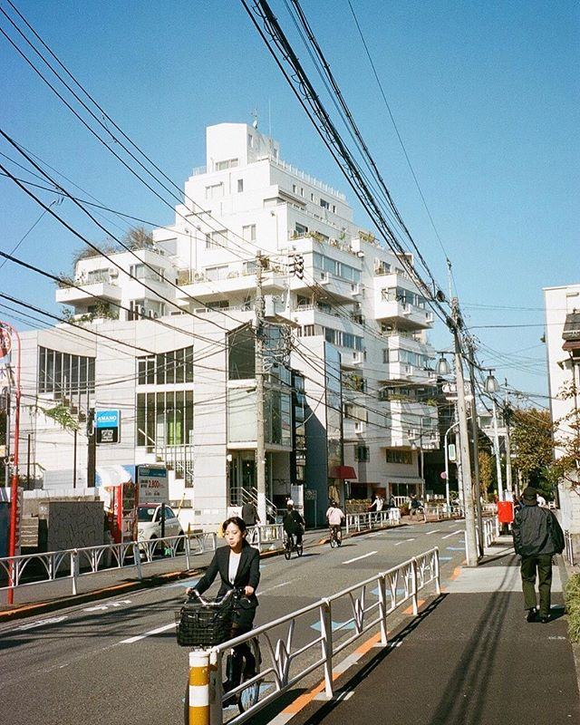 Blue skies in Tokyo . . . . #olympusmjuii #portra400 #harajuku #japan #tokyo #filmcameratokyo #filmphotographic #filmwave