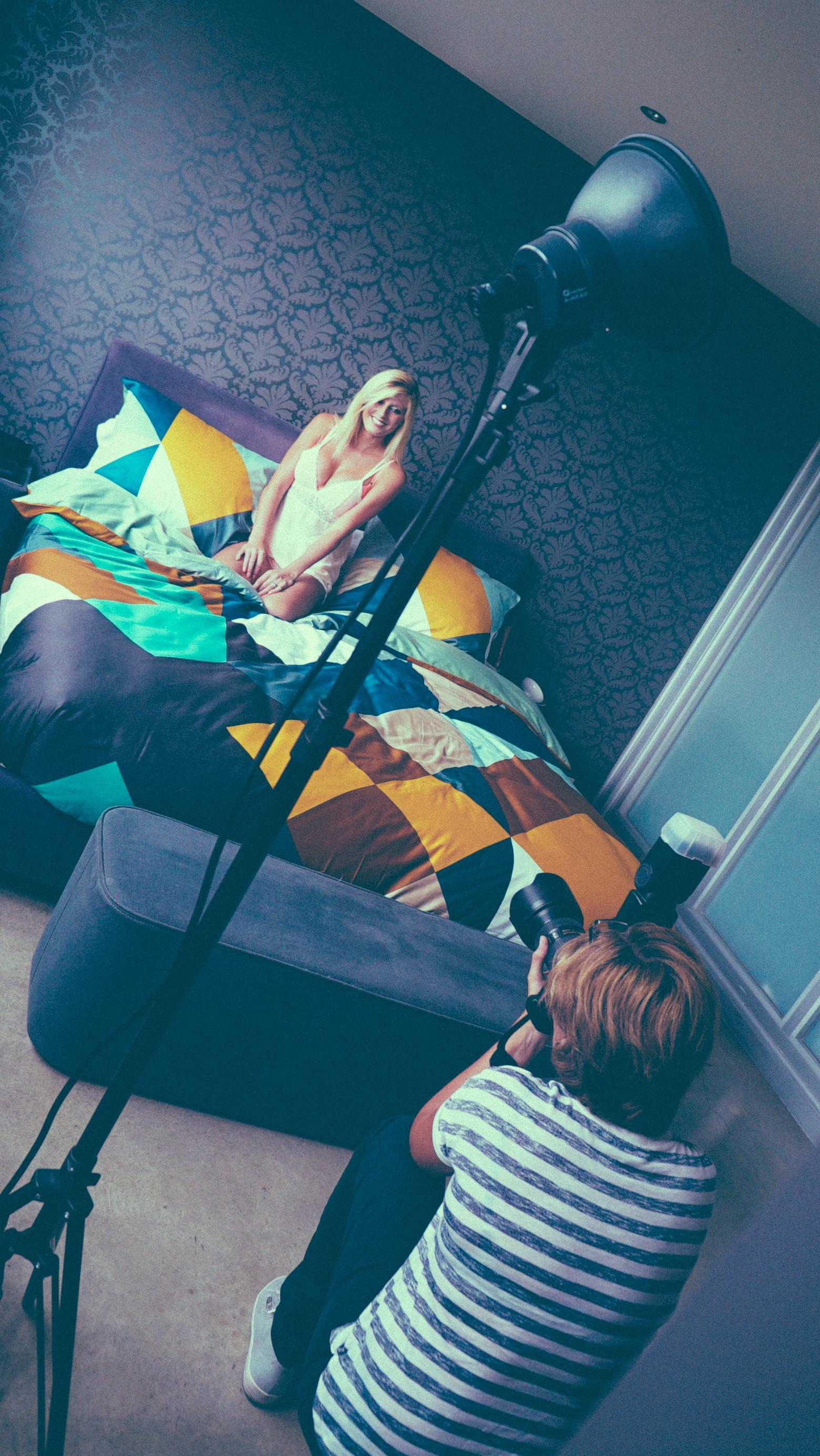 In bed met - tv familie