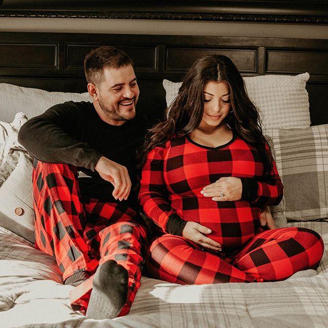 I HOPE EVERYONE HAD A MERRY CHRISTMAS!!!! 🎁🎄 Cheers to Julie and Robert on their miracle, baby Cash! . . . . .  #pursuitofportraits #postthepeople  #forthewildlyinlove #togetherweroam #peoplescreative #lookslikefilm #indipresets #portraitcollective #loveintentionally #belovedstories #photobugcommunity #our_everyday_moments #makeportraits #documentlife #simplychildren #motherhoodsimplified #motherhoodrising #uniteinmotherhood #livethelittlethings #documentingmotherhood #motherhoodunplugged #motherhoodthroughinstagram#letthekids#letthembelittle#photooftheday