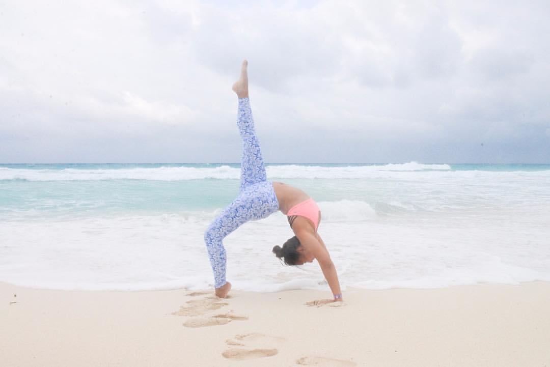 @liquidoactive #Iwearliquido #yoga #flexible #inversion #ashtanga #yogaeverydamnday #beach #beachyoga #yogachallenge #yogainspiration #fitfam #radgirlslife #namaste #vnft @travelmexico @yucatanturismo #yucatanturismo @travelguideyuc @rivieramayamx #cancun #yaomomex #mexico #QuintanaRoo #yoamomex #cancun #playadelcarmen #tequieromexico #wanderlust #aroundtheworld  #DiscoverMexico  #travelmexico #visityucatan #vivamexico #travelguideyuc