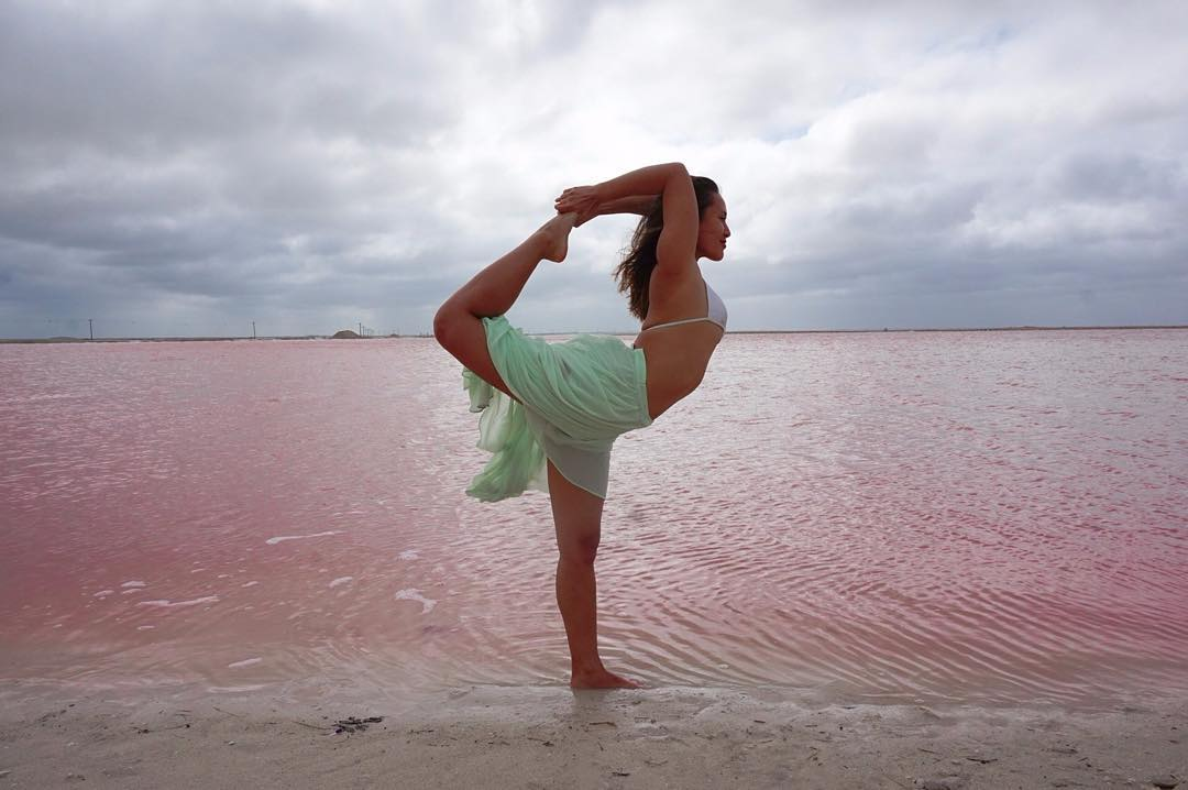 These Colors #lascoloradas    #pinklake #pink #riolagartos #lagoon #pinklagoon #halobacteria  #mexico #yoamomex   #DiscoverMexico  #travelmexico #visityucatan #yucatan #vivamexico #travelguideyuc #welltravelled #visityucatan @travelguideyuc #travelguideyuc #livefolk #stayandwander #liveauthetic  #quintanaroo @mexicotravel #mexicotravel  #yoga #yogaeverydamnday #handstand #fitfam #namaste #radgirlslife