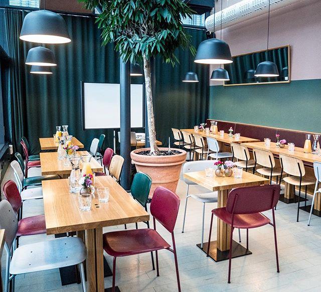 Korttelissa järjestettiin tänään Mimmit sijoittaa -breku ja saimme lasikabinettiin 34 upeaa mimmiä aamiaistamaan ja kuulemaan inspiroivaa asiaa sijoittamisen aloittamisesta. Jos kiinnostuit tapahtumasta, kurkkaa: @mimmitsijoittaa 👈 Jos taas yksäreiden järjestäminen kiinnostaa, ota yhteyttä! #storyrestaurants ✖️ #mimmitsijoittaa