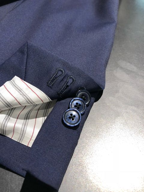 Every Vizzari 925 business suit comes equiped with working button holes.