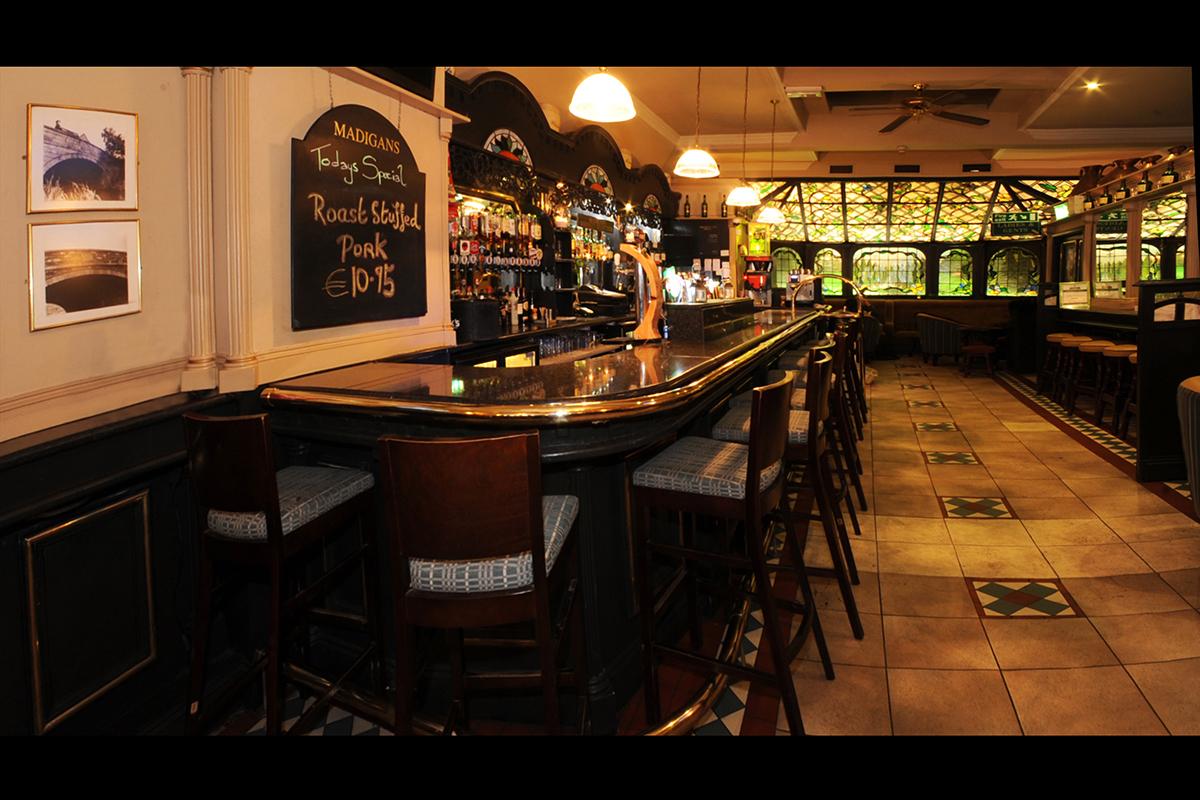 4 Madigans Middle Abbey Street (Interior Bar) ©2015 Mick Langan 001.jpg