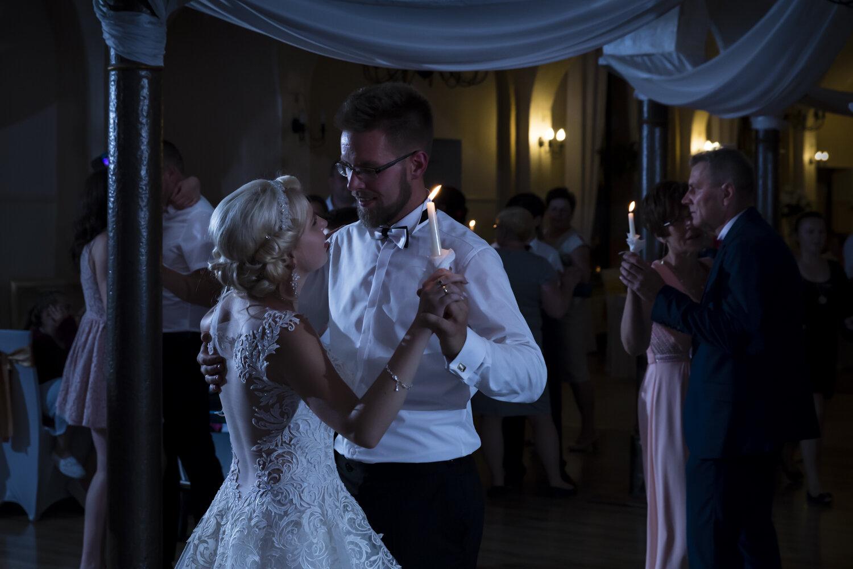 Taniec w blasku świec - Ślub Moniki i Przemka