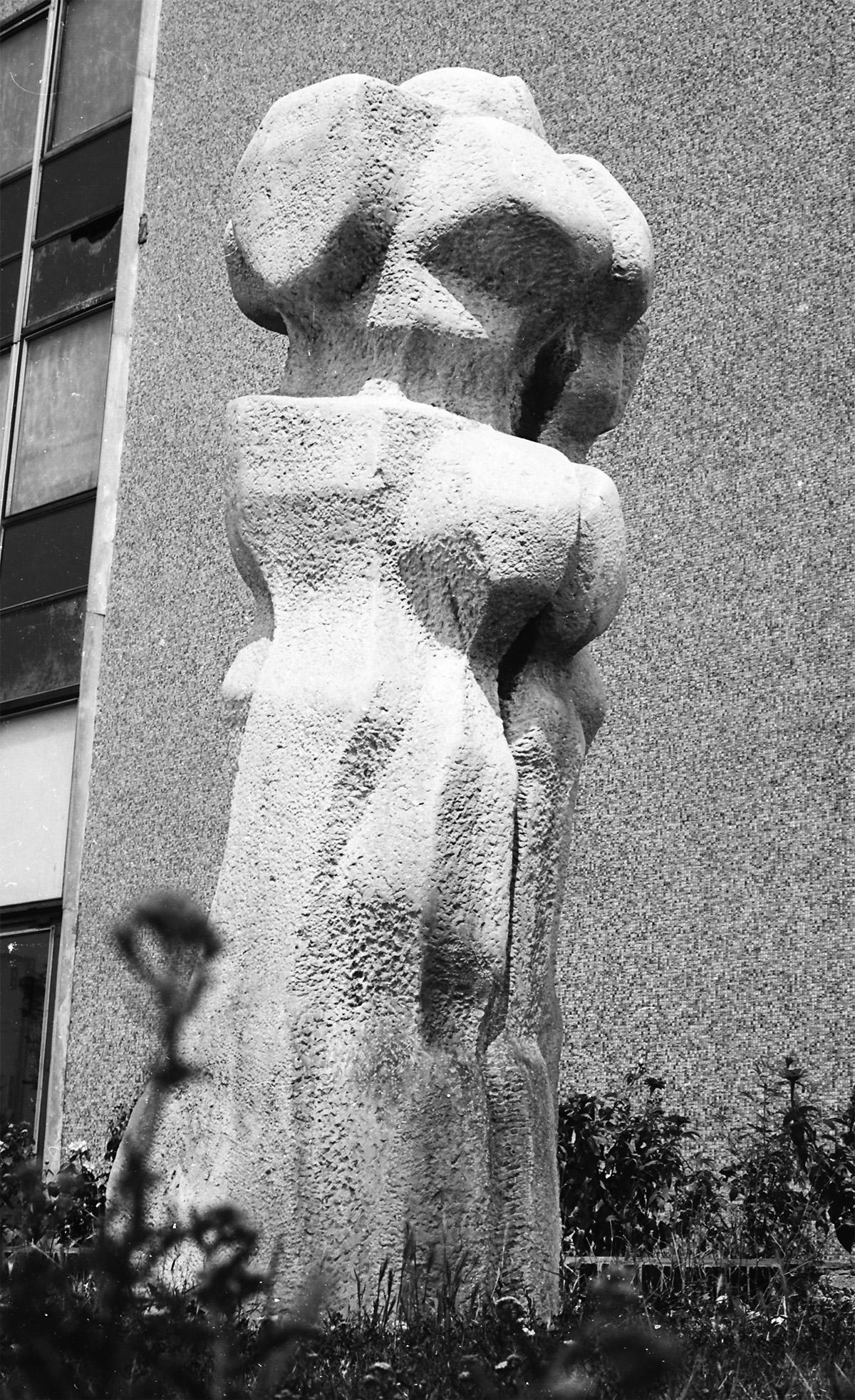 Daphné     stone Šaľa 1973 300 cm