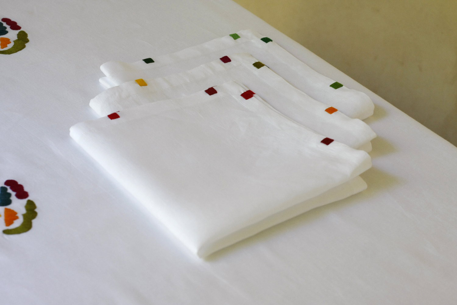 table_linen_flower_power_blanc29.jpg