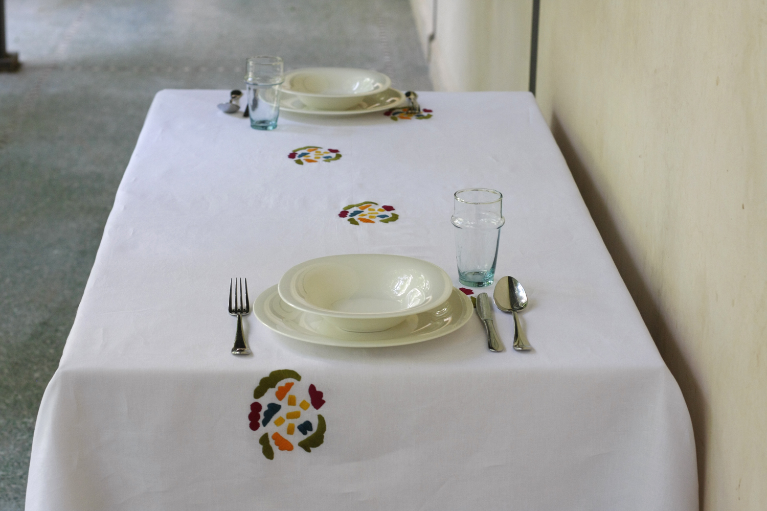 table_linen_flower_power_blanc1.jpg
