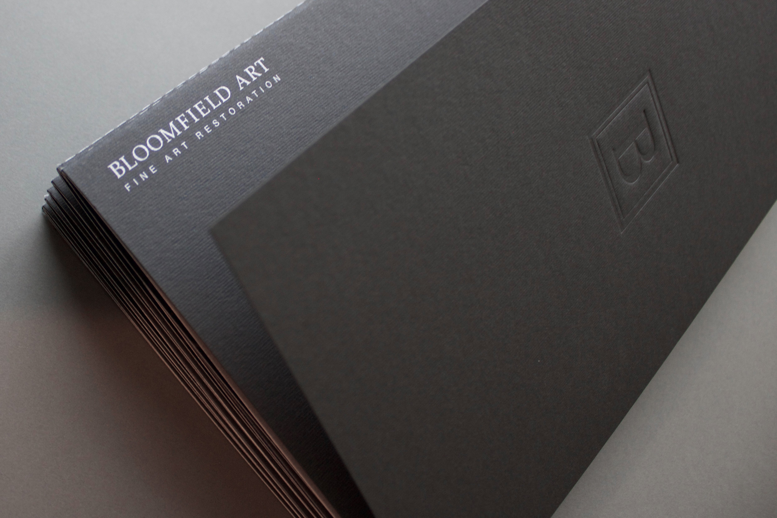 Brochure closed - silver Pantone on logotype