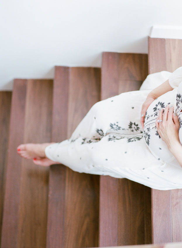 Lifestyle Maternity photography by Courtney de Jauregui of The deJaureguis