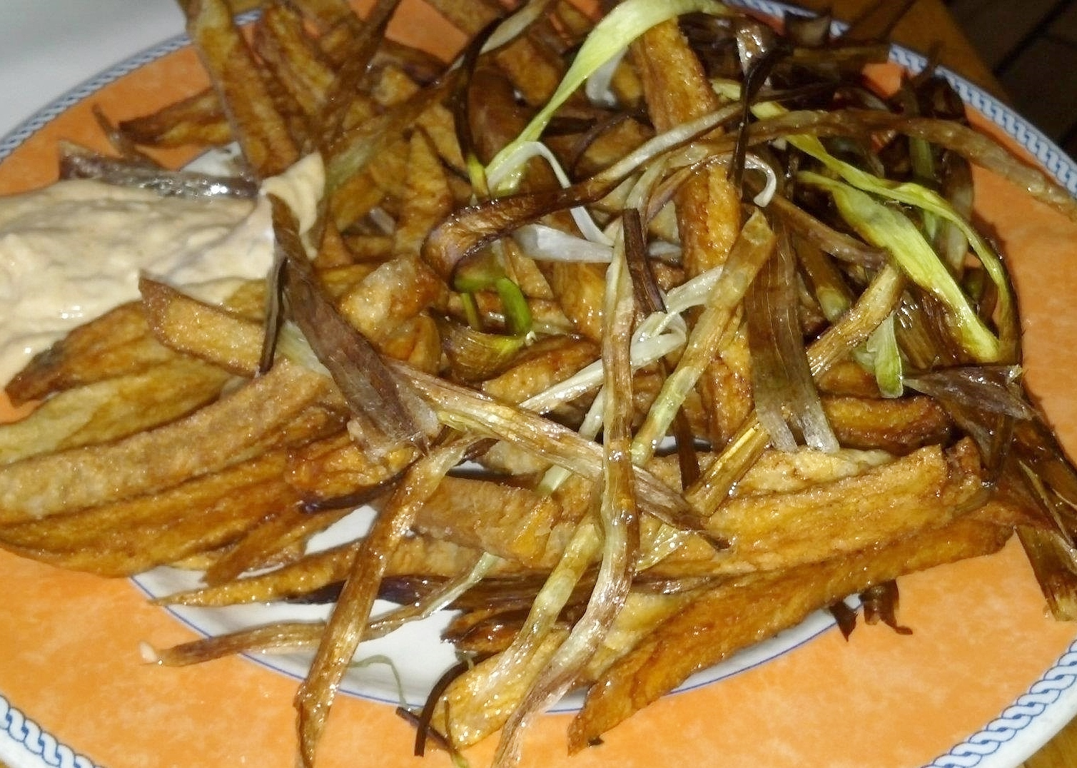 Patatine fritte - fried potatoes with crispy leeks