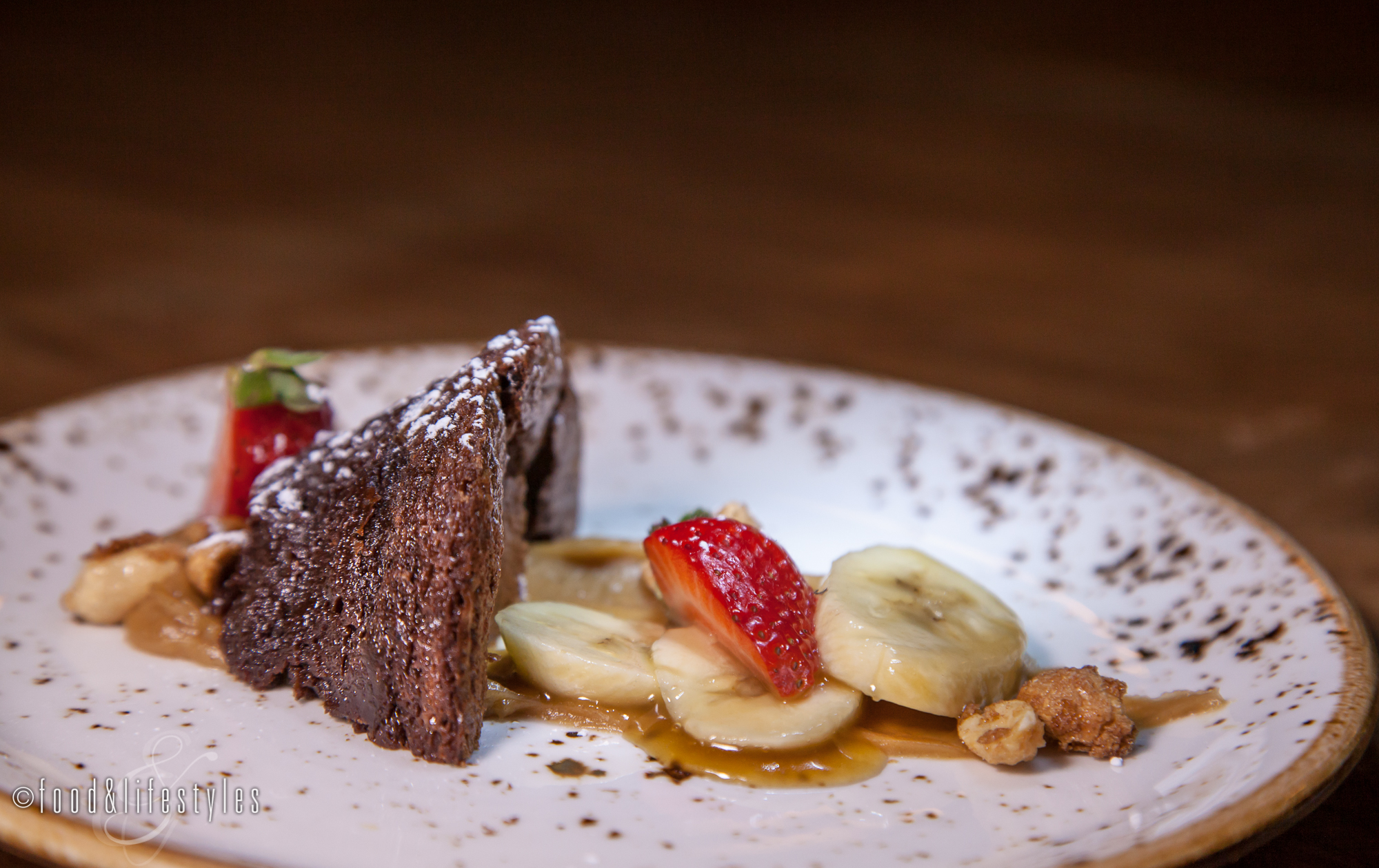Chile-chocolate torte with peanut butter and bananas