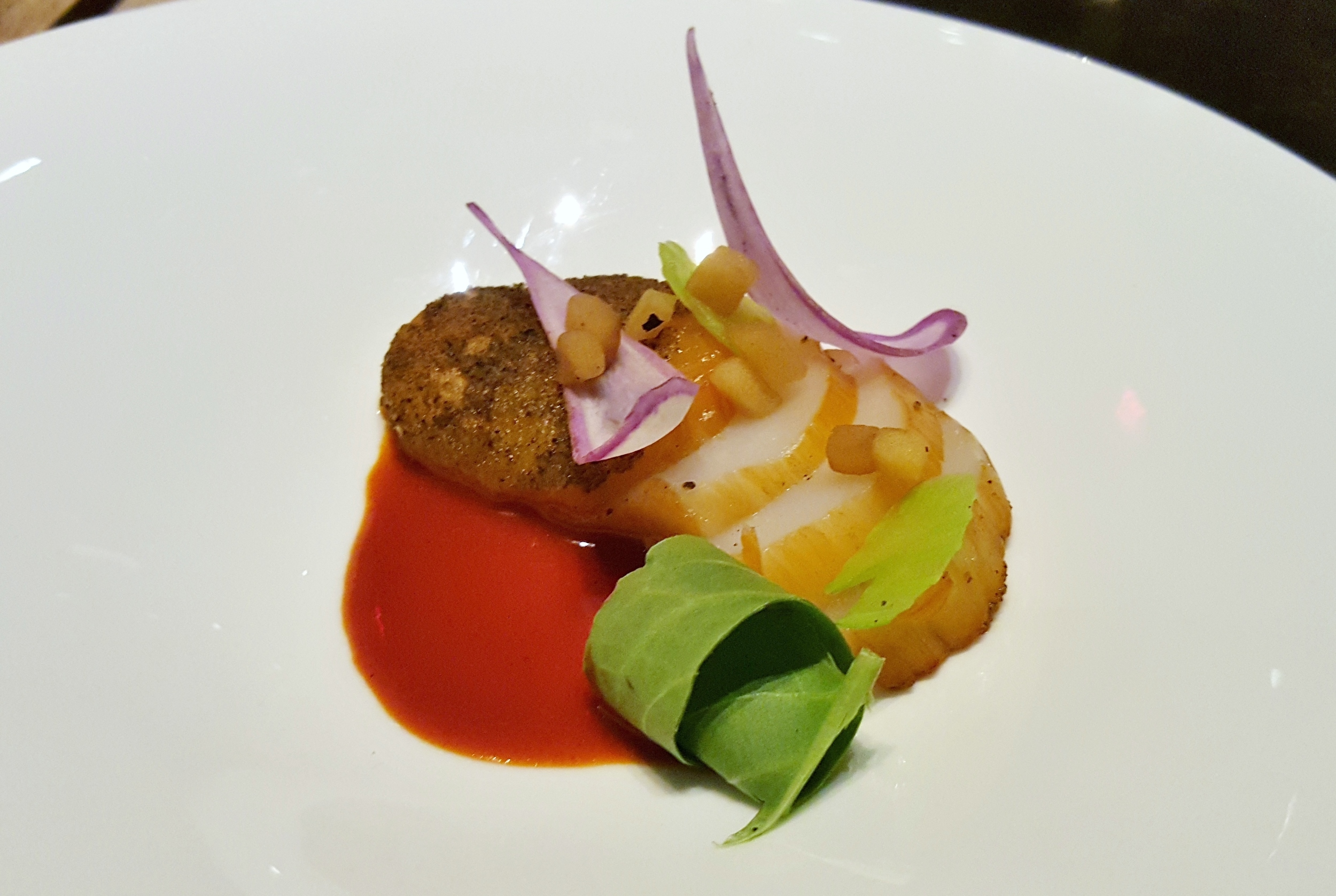 Smoked scallop with Purple Ninja radish, sorrel, and apple