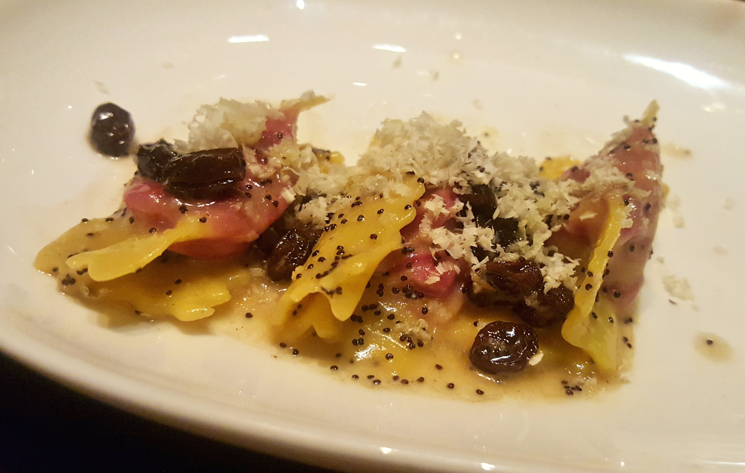 Pasta with beets, horseradish and raisins